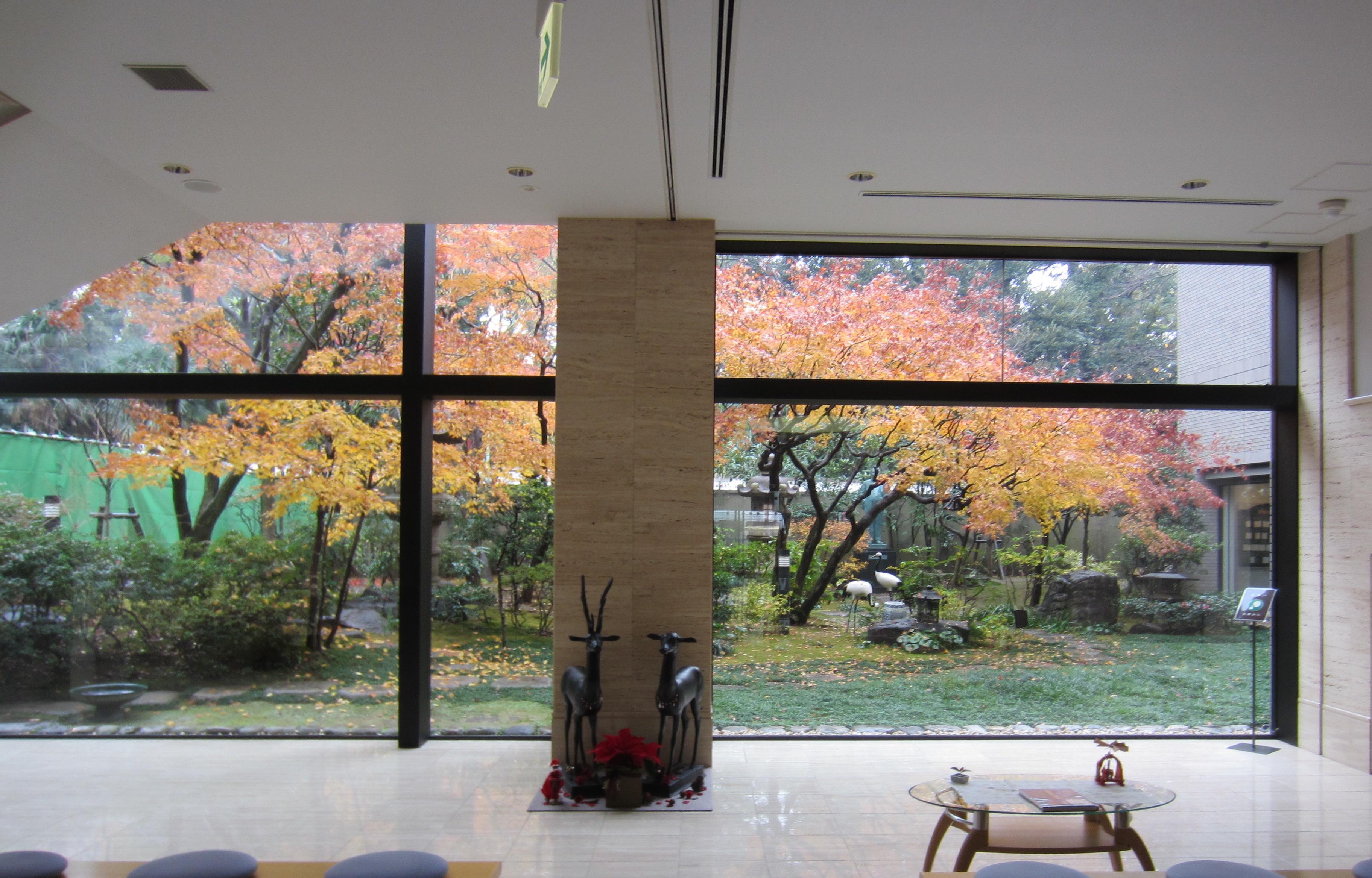 松岡美術館庭園の美しい紅葉